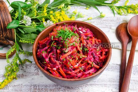 Салат из огурца, сырой свёклы и моркови