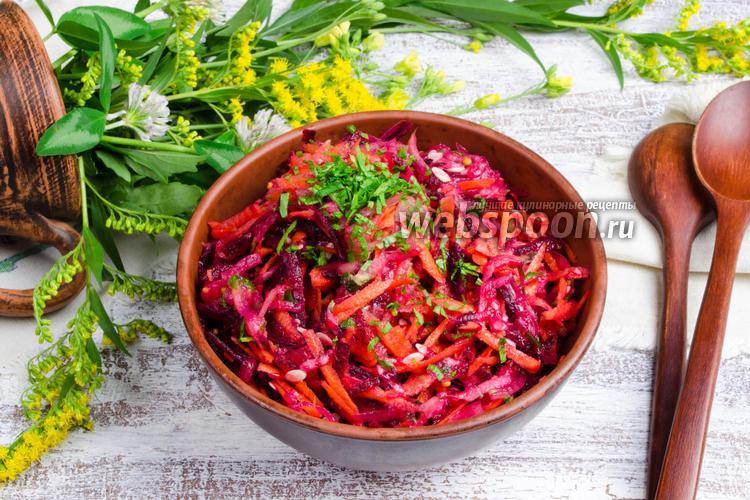 Рецепт Салат из огурца, сырой свёклы и моркови