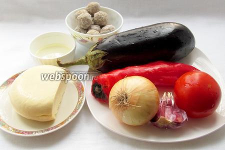 Нам потребуются: баклажан, перец сладкий, лук, чеснок, помидоры, фрикадельки, сыр, растительное масло, специи, соль.