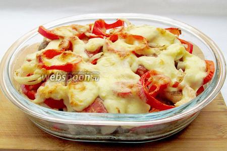 Баклажаны с фрикадельками под овощами и сыром готовы. Подавайте их в тёплом виде посыпав зеленью.