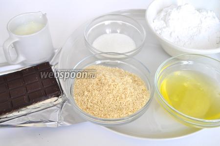 Для пирожных возьмём яйца, муку, сахар, шоколад (55% какао), сливки. Белки приготовить накануне, то есть отделить от желтков и взвесить, должно быть ровно 100 г. Если яйца крупные или мелкие, то ориентируйтесь на вес. Далее белкам надо дать время «состариться», для этого просто оставьте их на ночь на столе в кухне, а утром пеките. Так же очень важно точно соблюсти вес всех составляющих.