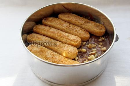 Повторить слой с печеньем и ананасом.