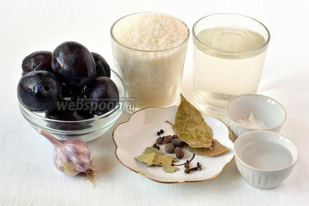 Для приготовления маринованных слив нам понадобятся сливы, чеснок, сахар, вода, столовый уксус, соль, перец чёрный горошком, перец душистый, лавровый лист, гвоздика.