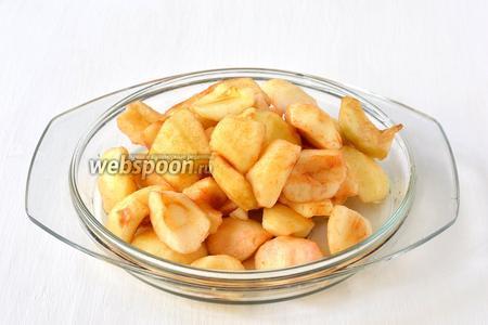 Яблоки 3 (кг.) очистить от серцевинок и шкурки.