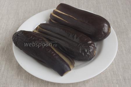 Маринад должен полностью покрыть овощи. Вынуть баклажаны на блюдо, дать остыть.