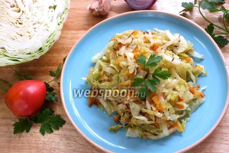 Фото Обжаренная молодая капуста с морковью и тмином