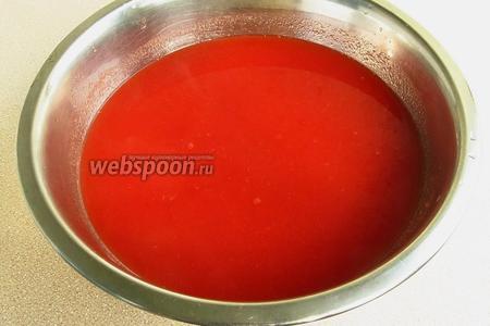 Проварить пюре в течение 5 минут, после чего в горячем виде протереть через сито или частый дуршлаг для отделения кожицы и семян.