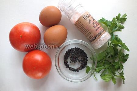 Подготовьте ингредиенты для блюда Яичница в помидоре: плотные помидоры среднего размера, куриные яйца, соль, перец и любую свежую зелень.