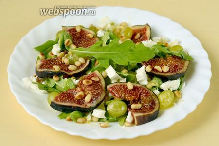 Оформляем салат ломтиками инжира и кедровыми орешками, подаём без промедления, чтобы в полной мере насладиться оригинальным вкусом этого салата.