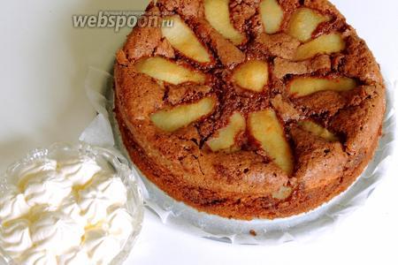 Подаём пирог вместе с блюдцем сметаны и приятного аппетита!
