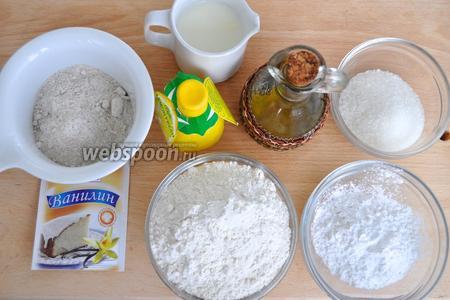 Для печенья можно использовать молоко, но можно заменить его и водой. Ещё понадобится мука двух видов, крахмал, сода, лимонный сок, масло растительное и сахар. При желании сахар можно заменить фруктозой.
