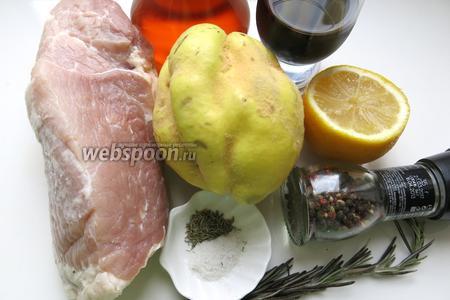 Для приготовления блюда возьмём мясо, айву и компоненты для маринада, вино.