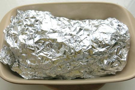 Закрываем продукт фольгой и ставим мясо в духовку на 1 час. затем открываем мясо на 20 минут — готовим в режиме конвекция.