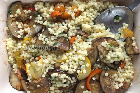 Перемешайте кус-кус с готовыми овощами, приправьте маслом ещё, если нужно, и подавайте на стол в качестве гарнира или основного вегетарианского или постного блюда. Приятного аппетита!