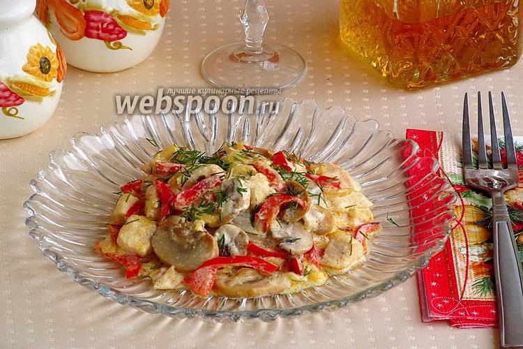 Фото Шампиньоны с куриным филе и сладким перцем по-муромски