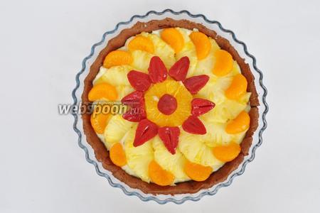 Украсить фруктами тарт по вашему вкусу.