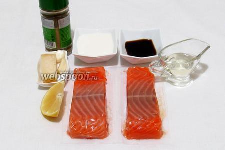 Для приготовления сёмги под сливочно-сырным соусом возьмём филе сёмги, сыр, чеснок, специи для рыбы, растительное масло, соевый соус, сливки, лимонный сок.
