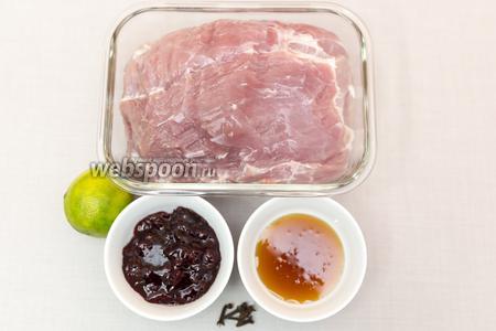Для приготовления нам понадобятся: свинина, мёд, гвоздика, вишнёвое варенье (мне нравится именно варенье, чтобы были кусочки кожицы — можете заменить на джем), мёд, лайм (можете заменить лимоном — у меня лимона нет), соль.