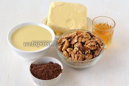 Для приготовления крема нам понадобится сливочное масло, сгущённое молоко, грецкие орехи, какао, коньяк.