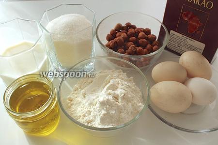 Для кекса нам понадобятся: мука, молоко, растительное масло, яйца, фундук, какао порошок, щепотка соли, сахар и разрыхлитель.