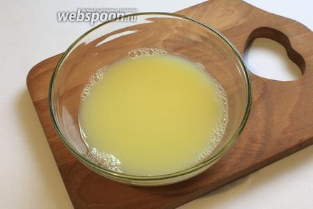 Берем 200 мл. теплой воды, растворить в нем соль 1\2 чайной ложки, желтки 3 шт и уксус 1 чайная ложка.