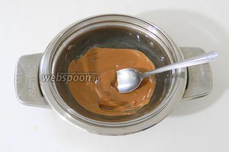 Растапливаем шоколад на водяной бане.