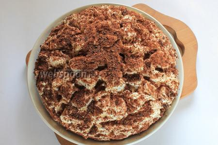 Готовый торт вынуть из формы и посыпать тёртым шоколадом или полить шоколадной глазурью.
