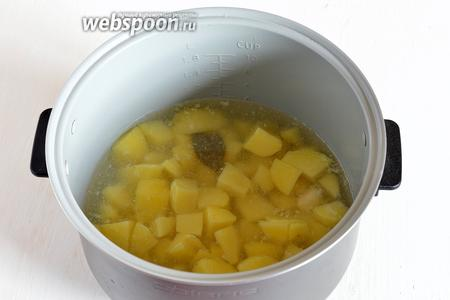 Готовить картофель в режиме «Суп» на протяжении приблизительно 25 минут.