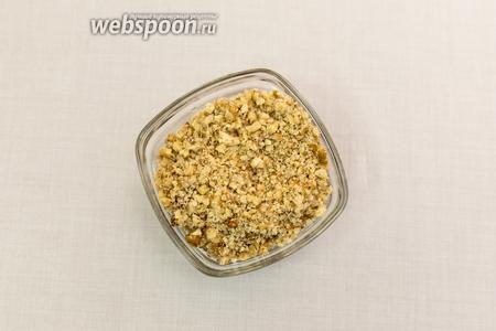 Орехи измельчим в блендере. И добавим в сухую смесь (шаг 4).