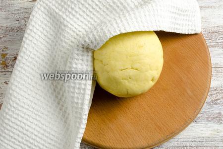 Тесто готово. Завернуть шар теста в льняную салфетку. Положить в холодильник на 30 минут.