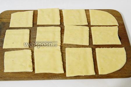 Нарезаем на квадраты приблизительно 4х4 см, как вам удобнее будет работать.