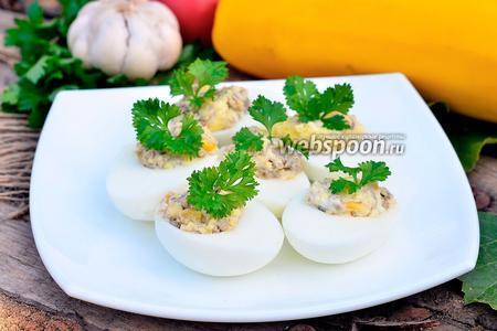 Яйца фаршированные печёнкой и кукурузой