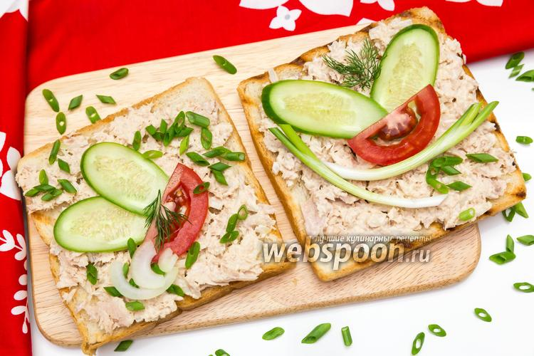 Фото Бутерброд с консервированным тунцом