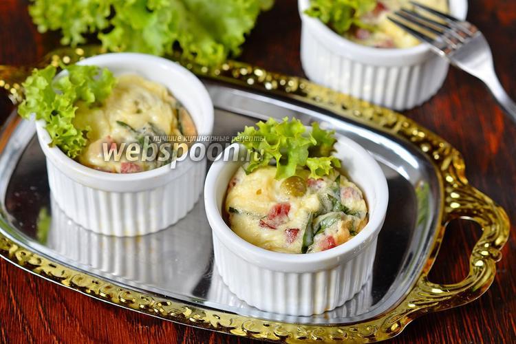 Фото Порционный омлет с тархуном, горошком и колбасой