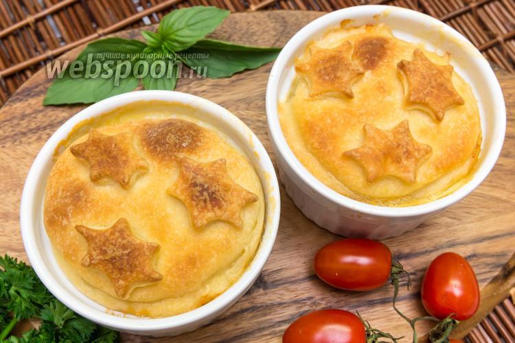 Фото Куриное филе в соусе, запечённое в горшочках