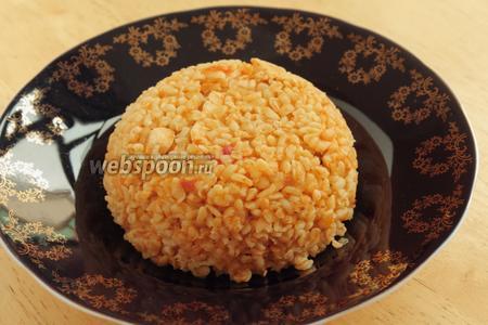 Блюдо готовится минут 10-15. Готовый плов не надо томить, завернув крышку полотенцем, как это делается для плова из риса. Его можно сразу подавать.