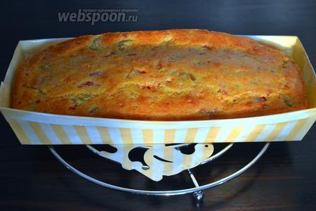 Выпекать в заранее разогретой до 180°C духовке 30 минут. Готовность кекса проверить деревянной шпажкой! Остудить кекс на решётке... Подавать кекс лучше всего тёплым, но и в холодном виде он вкусный!
