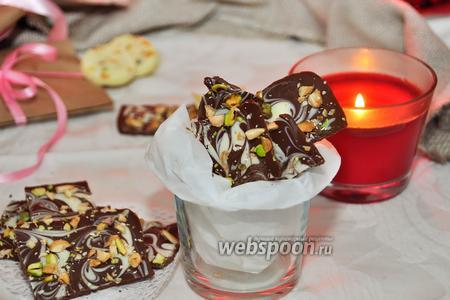 Двойной шоколад с миндалём и фисташками