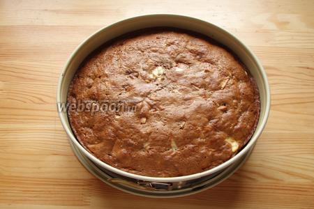 Готовый пирог остужаем и освобождаем из формы. Нарезаем кусочками и наслаждаемся.))) Приятного аппетита!