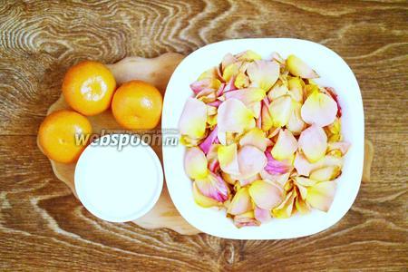 Для приготовления мандаринового варенья с лепестками роз в мультиварке подготовим мандарины, лепестки роз, воду и сахар.