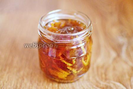 Варенье из мандаринов разливаем по баночкам. Баночки плотно закручиваем крышками и храним варенье в кладовке до 1 года.