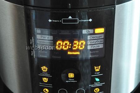 Выставить режим скороварки «Холодец» и время 30 минут. Перевести клапан сброса давления в положение закрыто. Когда язык будет готов, прозвучит звуковой сигнал.