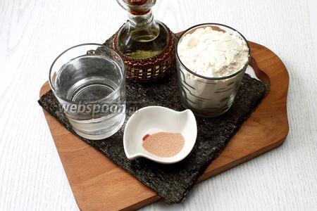 Для приготовления нам понадобятся вода, мука пшеничная, оливковое масло, соль, нори и дрожжи сухие.