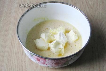 Добавляем 2-3 щепотки ванилина или 1 пакетик (10 грамм) ванильного сахара.