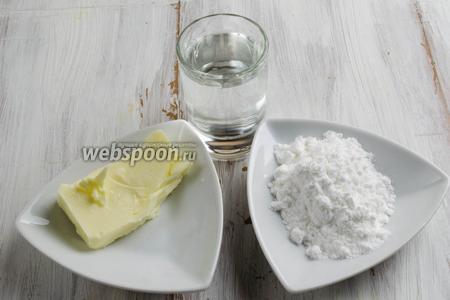 Сначала нужно приготовить карамель. Для этого нужно взять масло, сахарную пудру, воду, соль, ванильный сахар.