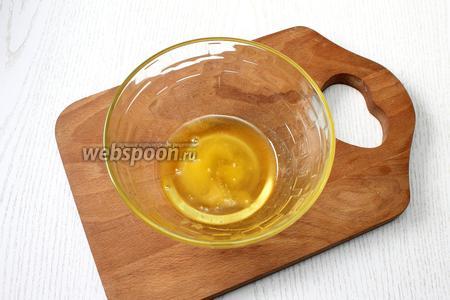 Для маринада возьмите мёд (если очень густой, растопите до льющегося состояния).
