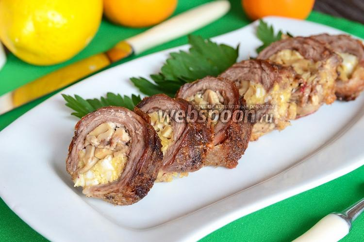 Фото Рулет из говядины с сыром, орехами и грибами