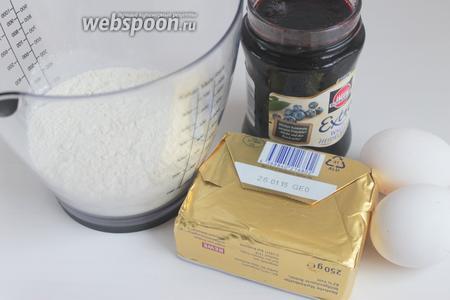 Итак, нам понадобятся такие продукты: масло сливочное, яйца, сахар, мука, вода и варенье. Так же приготовим  меренгу .