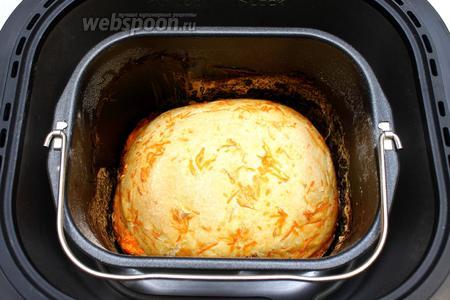 О готовности хлеба нам сообщит хлебопечка. Наш морковный хлеб готов.