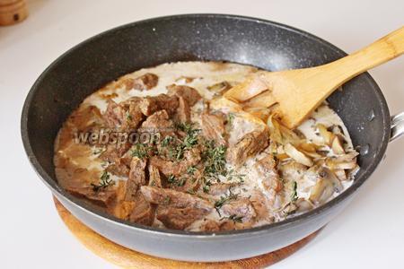 Добавить листики свежего тимьяна, довести до кипения и снять с плиты.